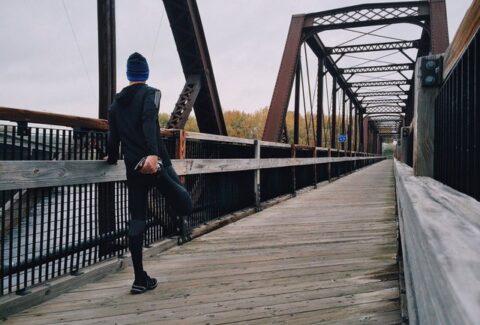 persona corriendo beneficios vendaje neuromuscular